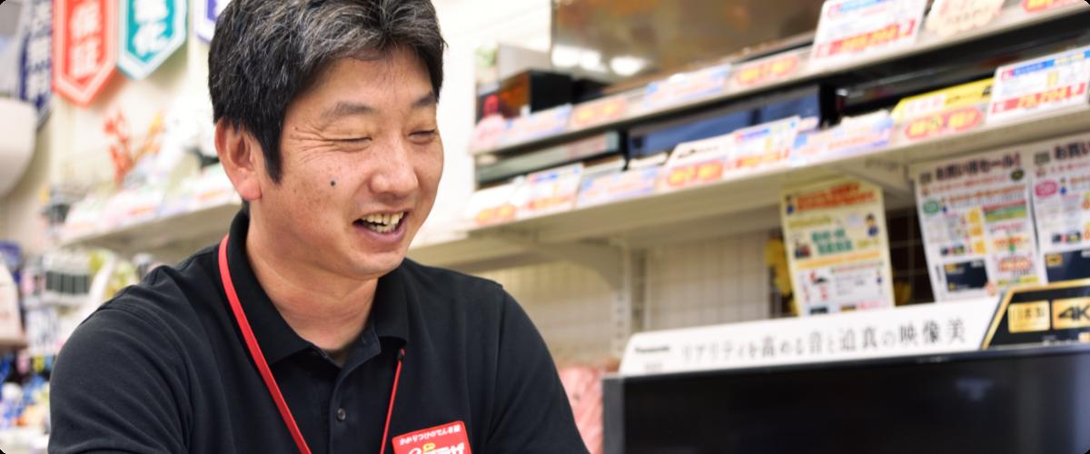 eプラザ石山店店長の笑顔の写真